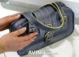 esquire vibrating hand bag