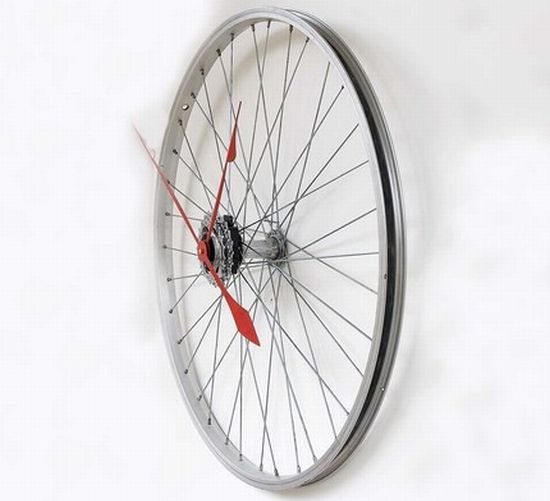 recycled bike wheel clock 1