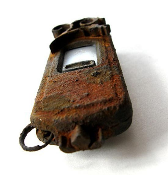 rusted steampunk usb drive 3
