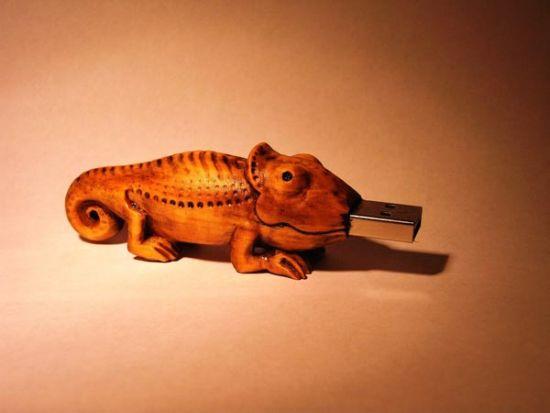 wooden chameleon usb drive 1