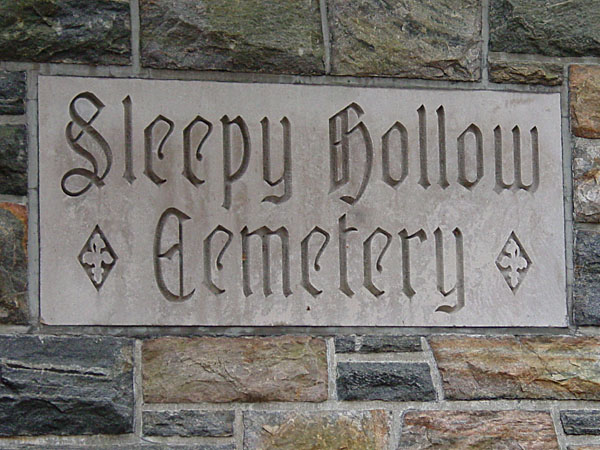 Sleepy_Hollow_Cemetery_entrance_sign