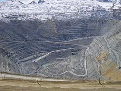 250px-Bingham_Canyon_April_2005