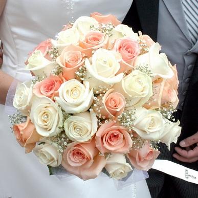 bridal-peaches-and-cream-bouquet