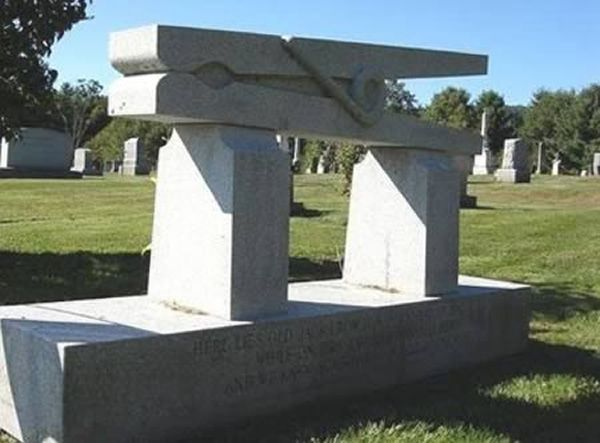 clothespin-grave