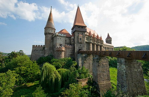 Hunyad Castle Top 10 Castles and Palaces around the world