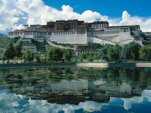 The Potala Palace Top 10 Castles and Palaces around the world
